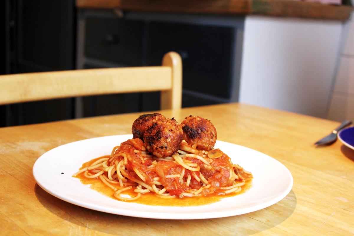 """Vegan als Student : """"Fleischbällchen"""" auf Tomaten - Pilz Sugo"""