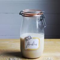 Vegan als Student: selbstgemachte Hafermilch